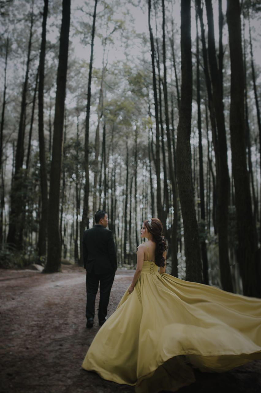 Prewedding At Gunung Pancar By Elina Wang Bridal Bridestory Com