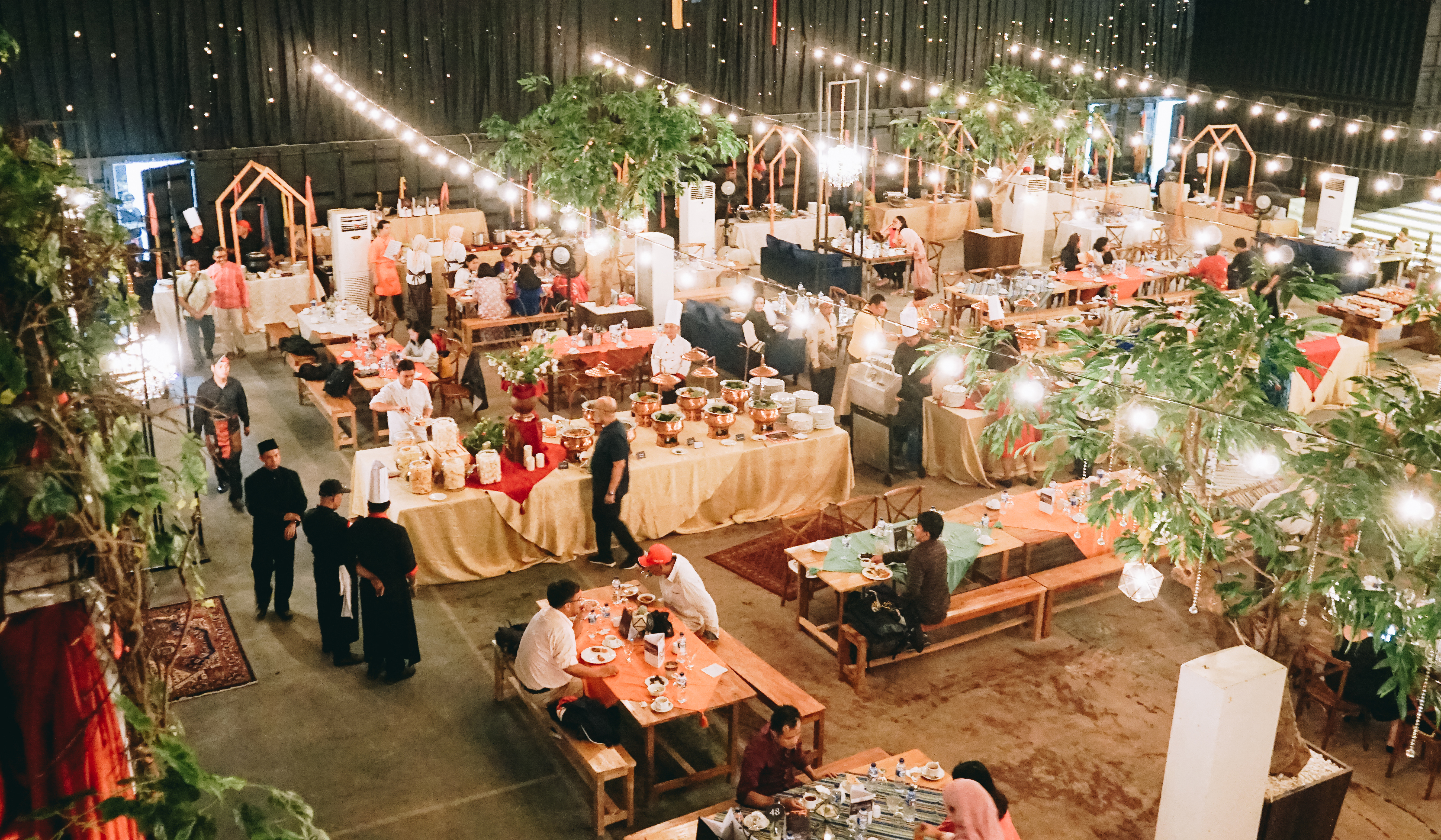 Hallf At Patiunus Wedding Venue In Jakarta Bridestorycom