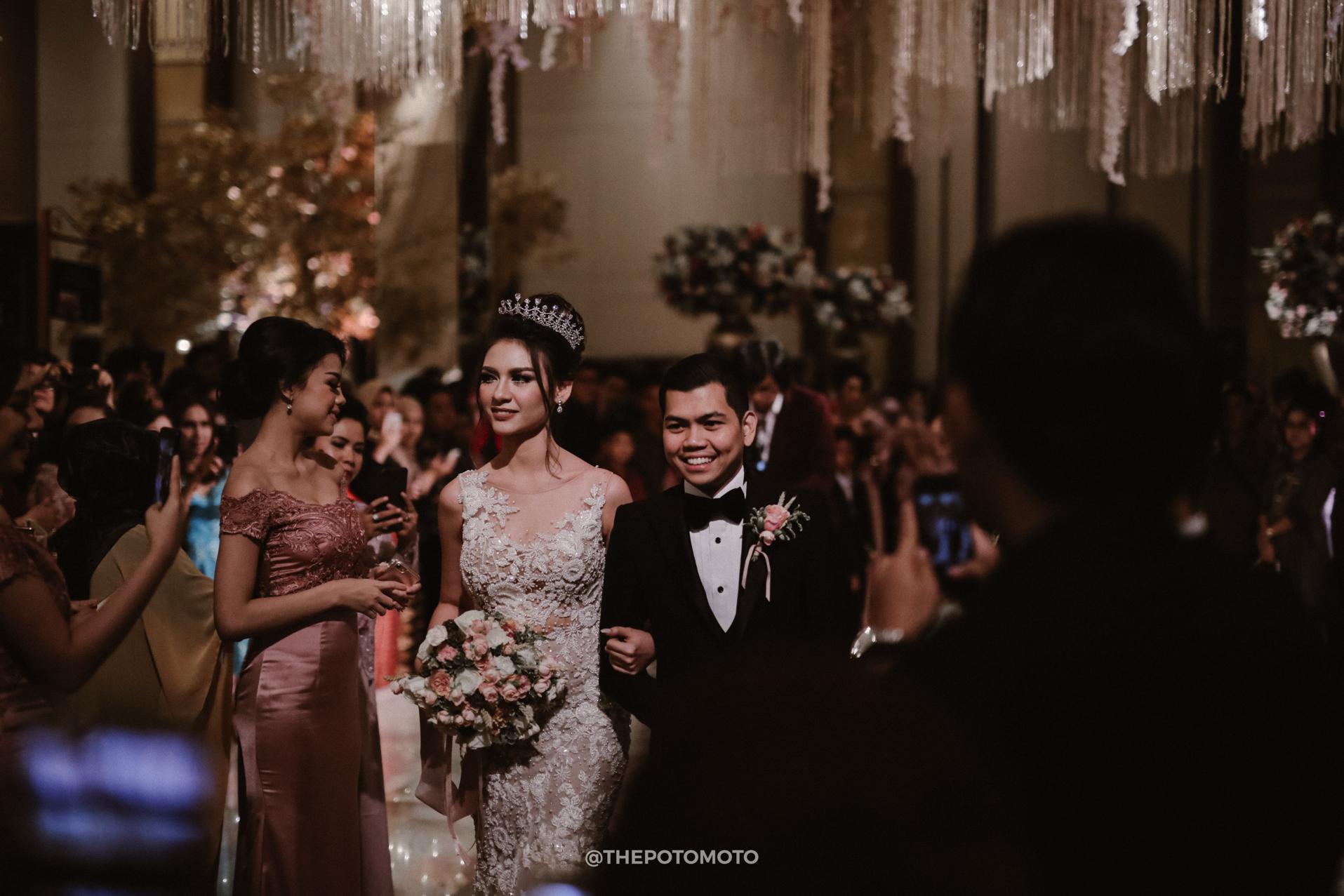 Arfandi Vanessa Wedding By Hilda Bridestory Houseofcuff Square Golden Champagne Tie