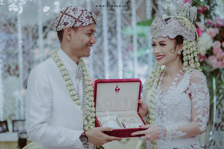 The Wedding of Muchtia & Nanda by alienco photography | Bridestory.com