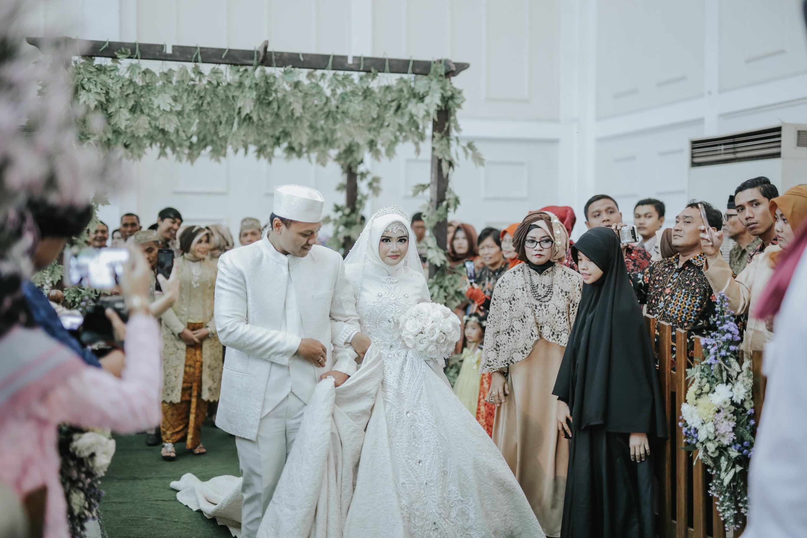 Modern Muslimah Wedding Gown Collection - Wedding Dress Ideas ...