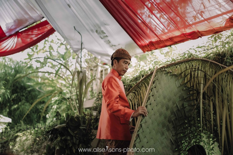 A Guide to Traditional Javanese Wedding Processions and the Meanings Behind Every Ritual Image 1
