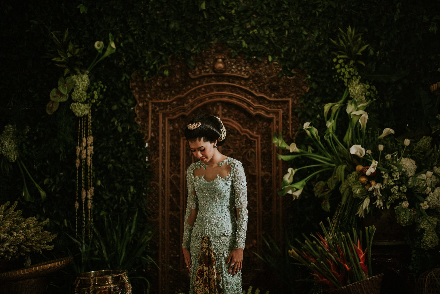 A Guide to Traditional Javanese Wedding Processions and the Meanings Behind Every Ritual Image 12