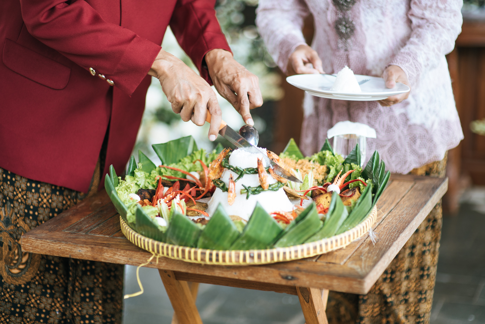 A Guide to Traditional Javanese Wedding Processions and the Meanings Behind Every Ritual Image 9