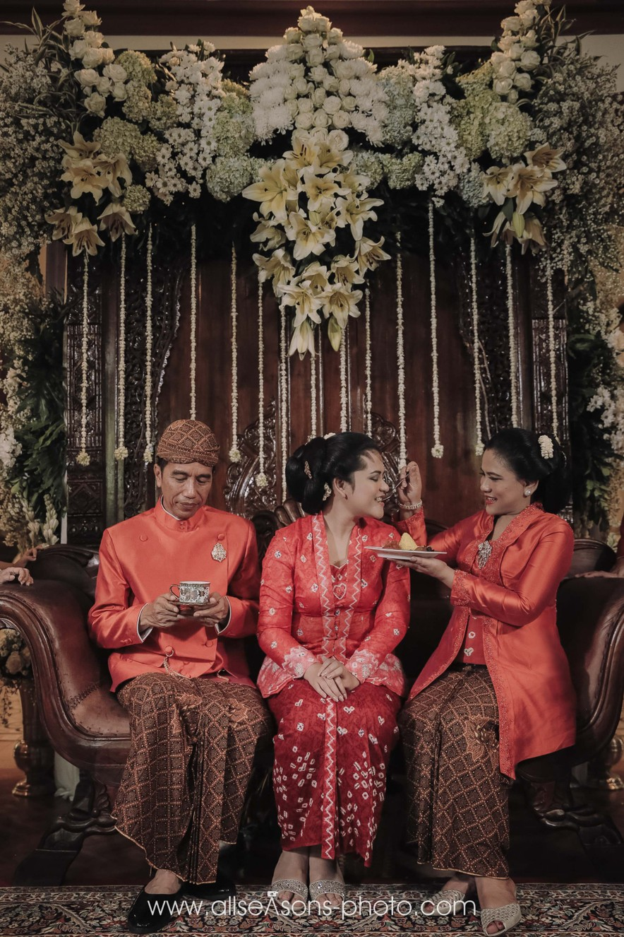 A Guide to Traditional Javanese Wedding Processions and the Meanings Behind Every Ritual Image 10