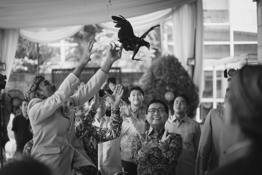 A Guide to Traditional Javanese Wedding Processions and the Meanings Behind Every Ritual Image 11