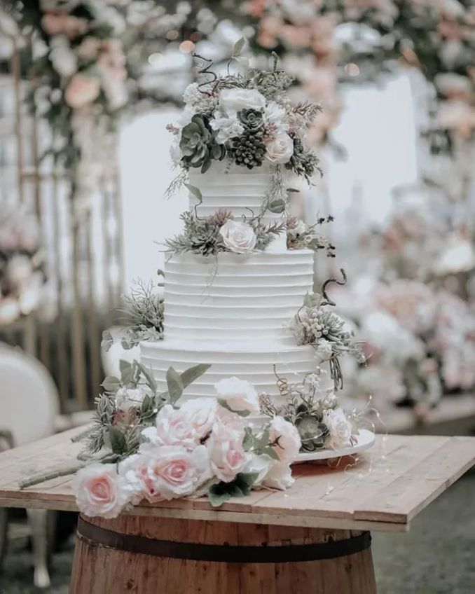 12 Inspirasi Kue Pengantin Istimewa untuk Pernikahan Intimate Image 2