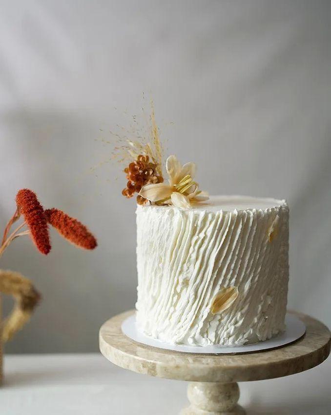 12 Inspirasi Kue Pengantin Istimewa untuk Pernikahan Intimate Image 6