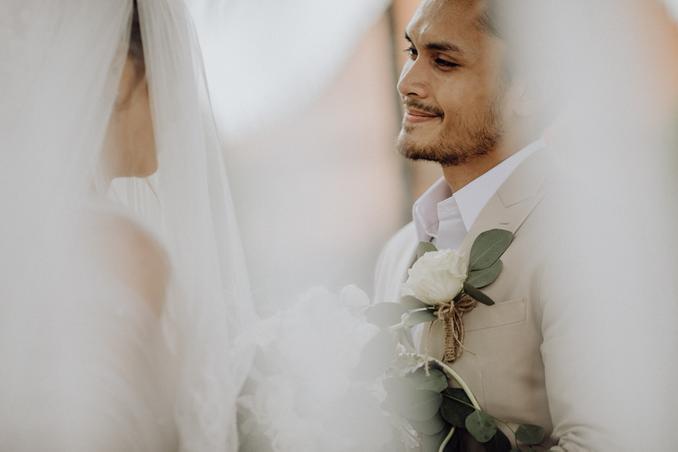 12 Perancang Busana Pengantin Pria untuk Akad Nikah Hingga Resepsi Image 2