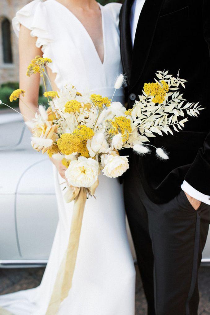 Tren Pernikahan 2021: Inspirasi Undangan Pernikahan, Dekorasi, dan Kue Pengantin Image 17