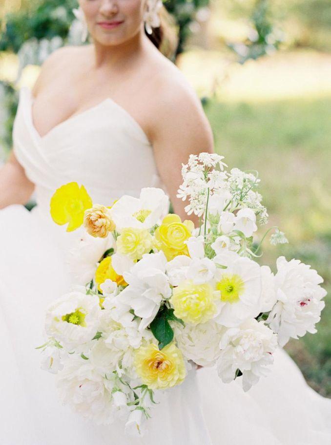 Tren Pernikahan 2021: Inspirasi Undangan Pernikahan, Dekorasi, dan Kue Pengantin Image 15