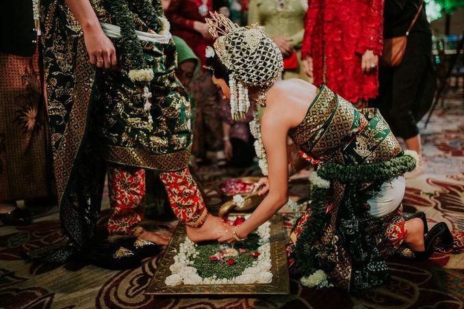Filosofi Pernikahan Adat Jawa ala Mamie Hardo dan Mita Hardo Image 6