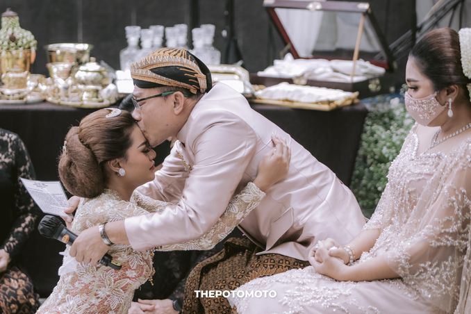 Filosofi Pernikahan Adat Jawa ala Mamie Hardo dan Mita Hardo Image 3