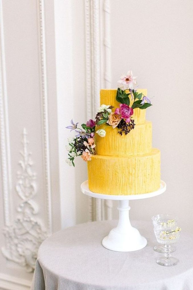 Tren Pernikahan 2021: Inspirasi Undangan Pernikahan, Dekorasi, dan Kue Pengantin Image 14