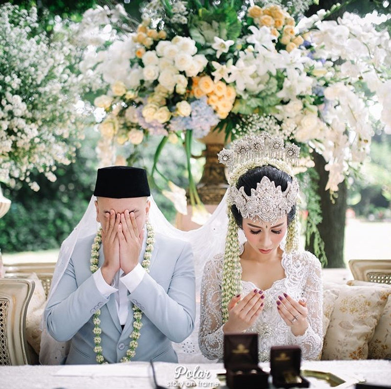 Outdoor Wedding Murah Di Bandung: Pernikahan Outdoor Adat Sunda Yang Elegan Di Bandung