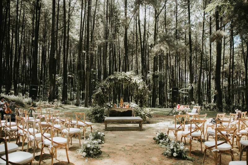 Outdoor Woods Wedding Ceremony: A White Bohemian Wedding With Greeneries In Mount Pancar