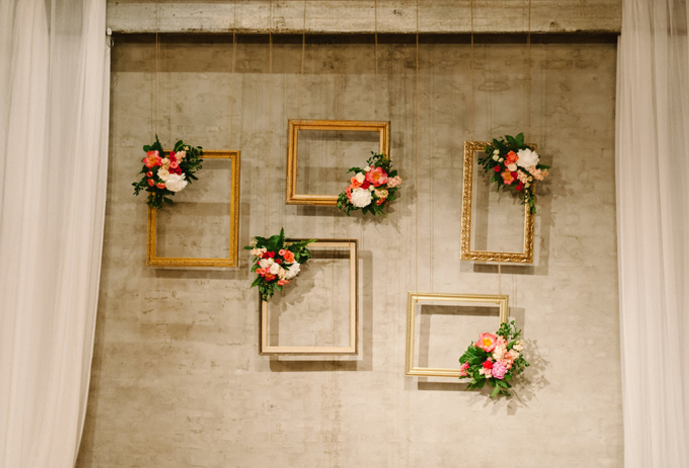 12 Creative And Affordable Diy Wedding Photo Booth Ideas