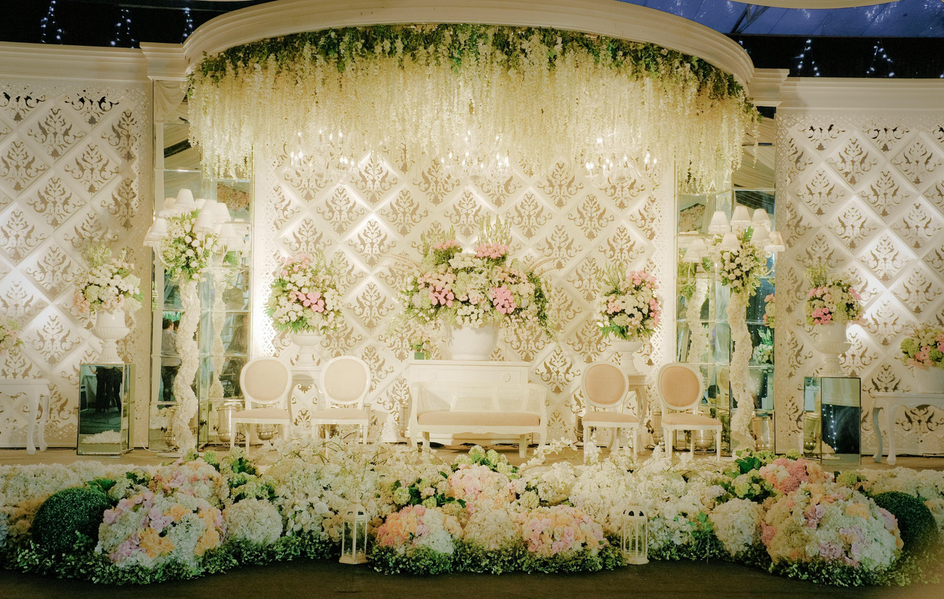 6 top wedding decorators in bandung bridestory blog fuchsia decoration junglespirit Choice Image