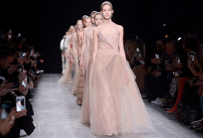 d3f19a09e35 Wedding Dress Ideas from Fall 2016 Fashion Week - Bridestory Blog