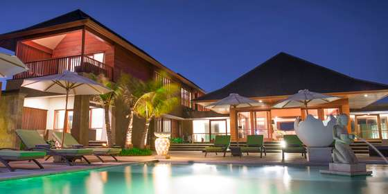 16.-villa-bayu-gita-beachfront-the-villa-at-night-S1t5QhHPw.jpg