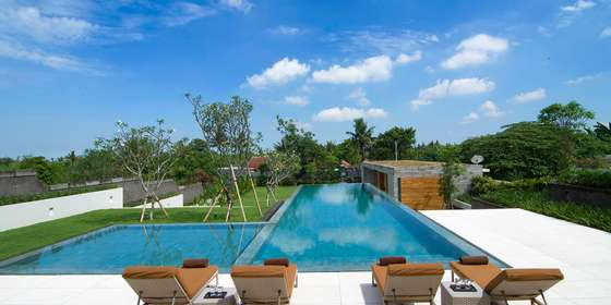 2.-the-iman-villa-sunloungers-by-the-pool-Bkzt_3Bvw.jpg