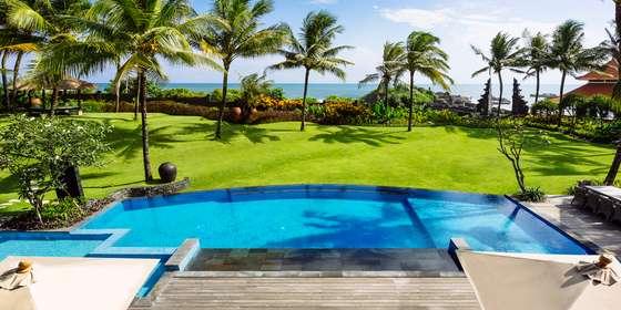 3.-villa-semarapura-the-view-from-the-upstairs-living-room-HkrExcBwD.jpg