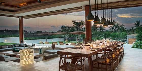 4.-the-iman-villa-dinner-setting-Sk_I_3HwD.jpg