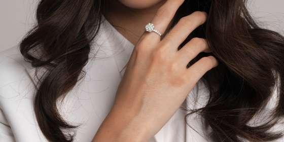 _prominent-ring_-B1YxDexWD.jpg