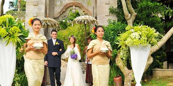 ayana-asmara_wedding-couple_flower-girl-ByV4RdmMD.jpg