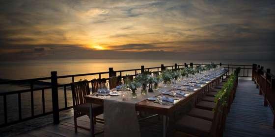 ayana_kisik-pier_dinner-set-up_sunset-HkGDCFmzv.jpg