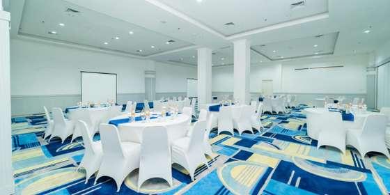 ballroom-rJorvCPQ8.jpg