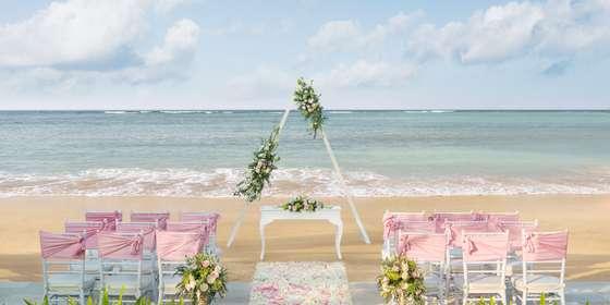 beachfront-wedding-setup-and-decoration-edit-H1Gnnka2r.jpg