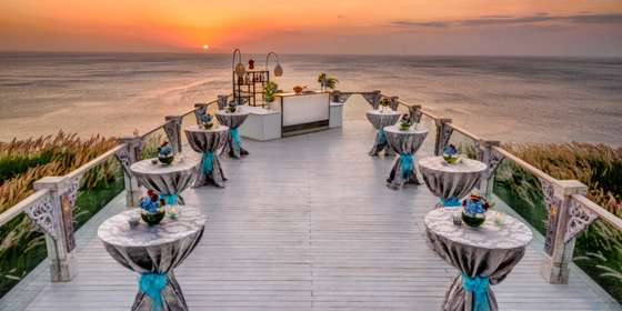 cocktail-set-up-during-sunset-HycKlcQfv.jpg
