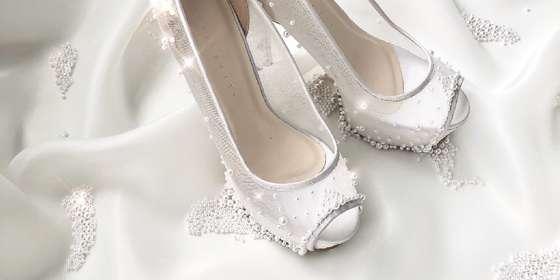 dhyne-white-pearls-2-rJ29XBorP.jpg