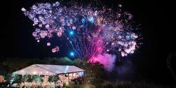 dinner-fireworks-HyW5d5mMv.jpg