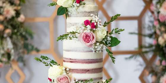 lareia-wedding-cake-1-SyxaPBWTr.jpg