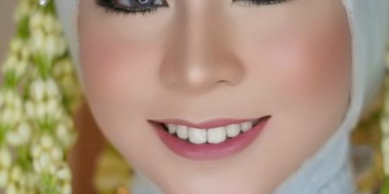 lck-makeup-artist-1582651340-ryxJORfVI.png