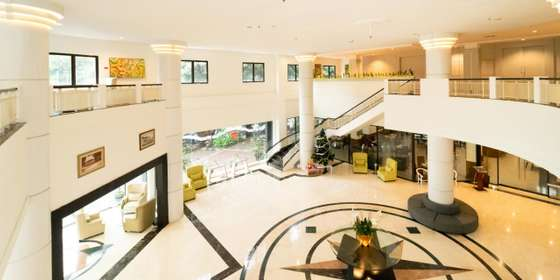 main-lobby-hotel-H1irw0wQU.jpg