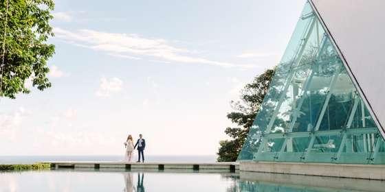 newlywed-at-the-chapel-bridge-B1BMNjevP.jpg