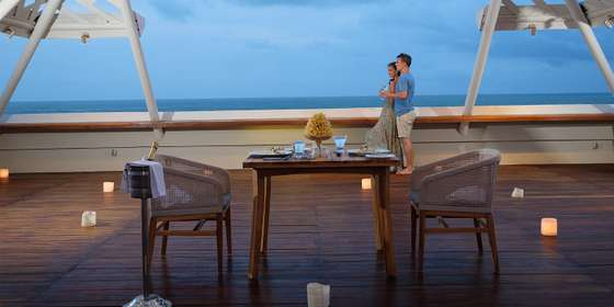 romantic-dinner-at-the-bandha-hotel-and-suites-3-BJ7qzUpW8.jpg
