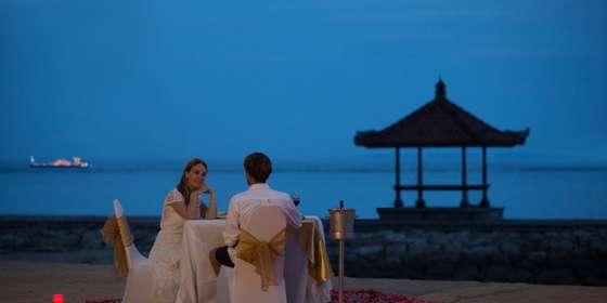 romantic-dinner-at-the-beach-ByX47SyI8.jpg