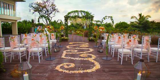 sheraton-bali-courtyard-setup-of-garden-wedding-BkgzYAeDB.jpg