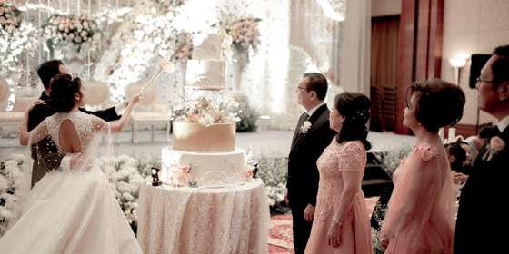 wedding-cake-r1YAF0Jtv.jpg