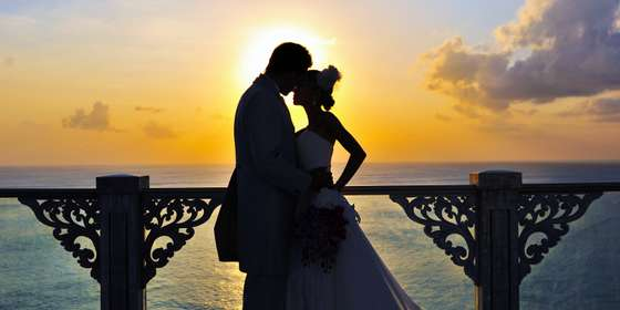wedding-couple-at-sky-during-sunset-H15KxqXfP.jpg