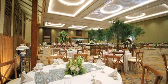 wedding-setup-at-golden-ballroom-r1GlHDVe8.jpg