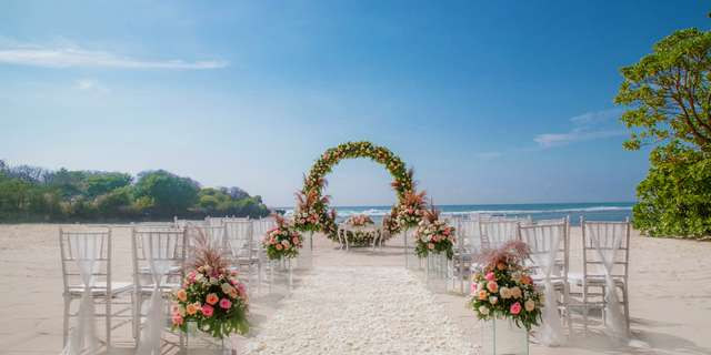 cy_dpscy_beach_wedding_set_up-r1rLlA63L.jpg