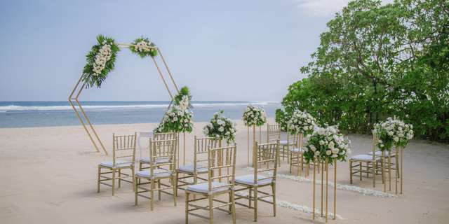 cy_dpscy_beach_wedding_set_up_b-2-r1cGe0T2U.jpg