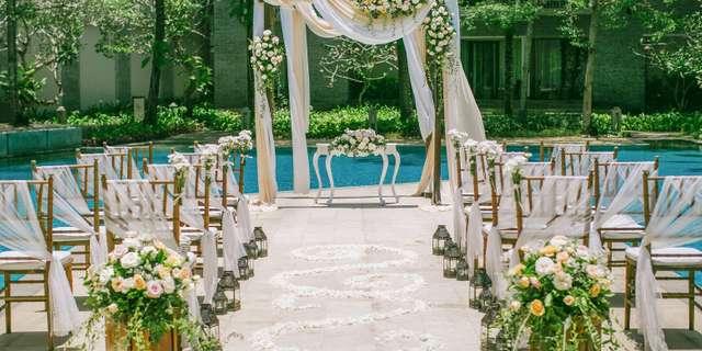 cy_dpscy_pool_island_wedding_set_up-15-B1TlV10nL.jpg