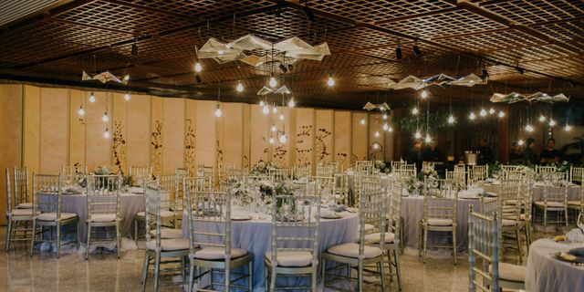 earth-dinner-round-table-mirror-chandeliers-r15ZtHrDw.jpg