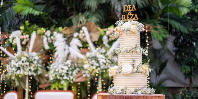 lareia-wedding-cake-3-H1OYMM-6S.jpg